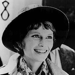 famous-movie-star-mia-farrow-looking-for-love-2